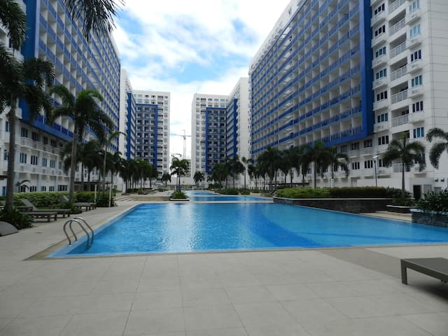 Cosy 1BR Condo with Wifi, close to MOA and airport
