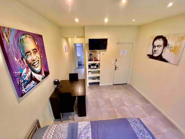 Studio meublé proche des commerces. TV et wifi