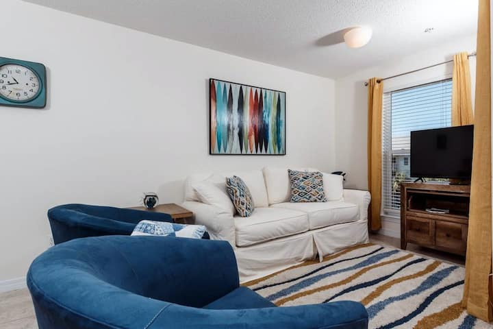 3rd Floor Airy, updated Condo, Gulf Views, Close To Dining and More!