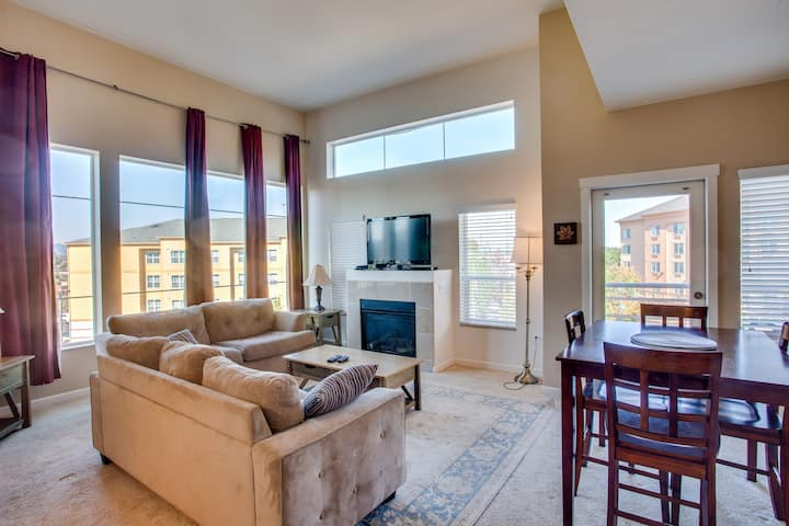 Large, cozy 2BD/2BA w/ king canopy beds