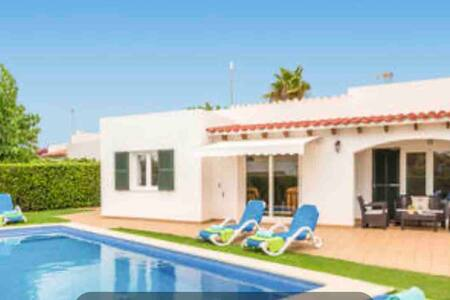 Villa privada junto al mar con piscina privada.