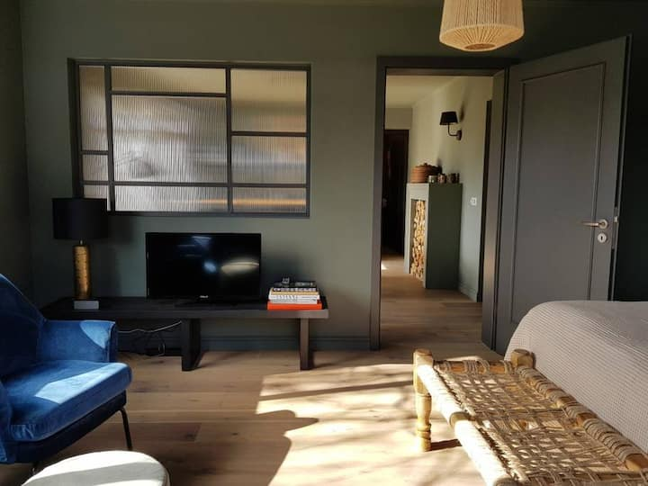 INNI 1 - Boutique apartment w shared big hot tub