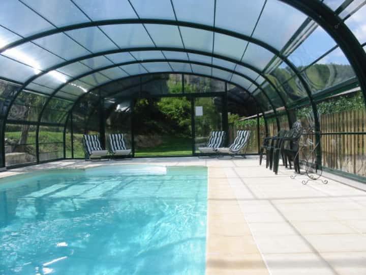 Plein pied, piscine chauffée privée