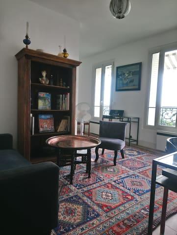 Bel appartement colombes dans bel immeuble