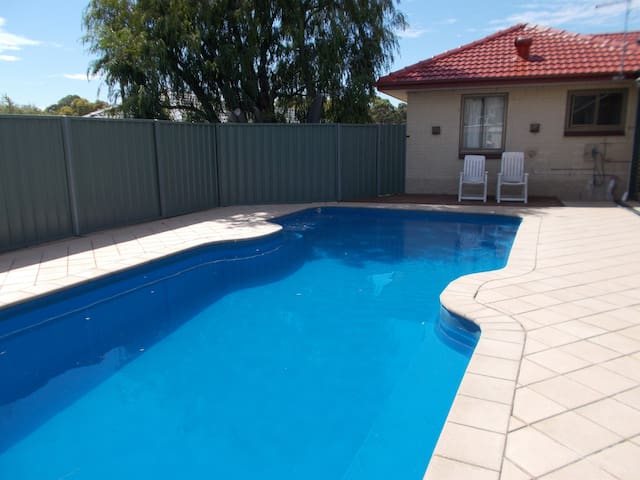 Workers accomodation for up to 13 People  Reynella