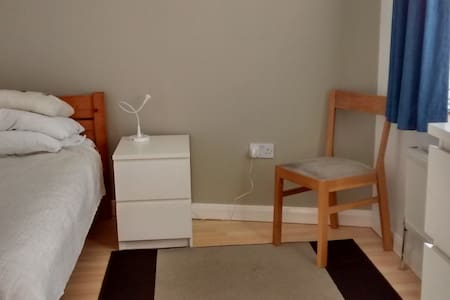 Bright room in quiet northern Ealing, west London