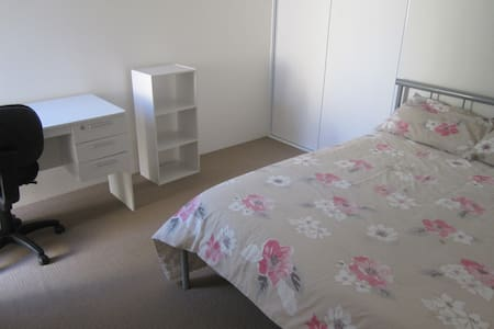 Bedroom In Modern Home  IDEAL Student Accomodation