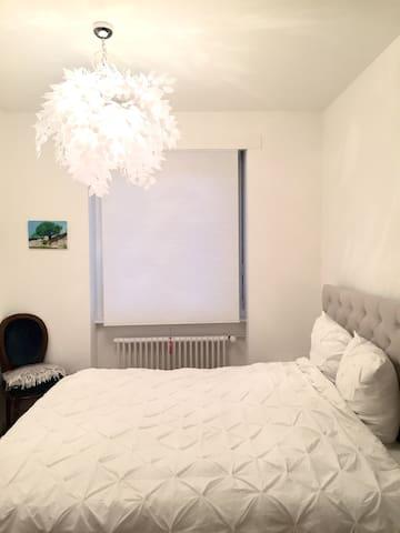 Chambre à coucher, lit 180cm