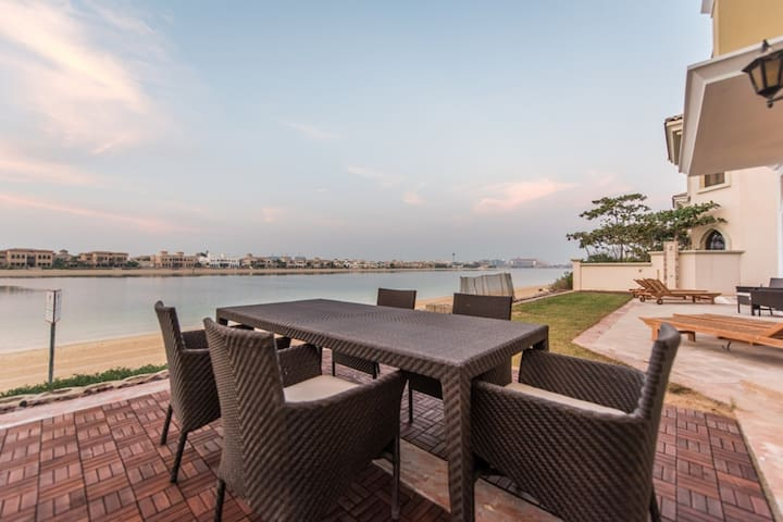 Luxury 5BR Villa in  The palm Jumeirah Front B