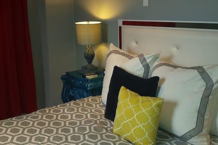 Deluxe Room at Monastery Art Suites - San Juan - Bed & Breakfast