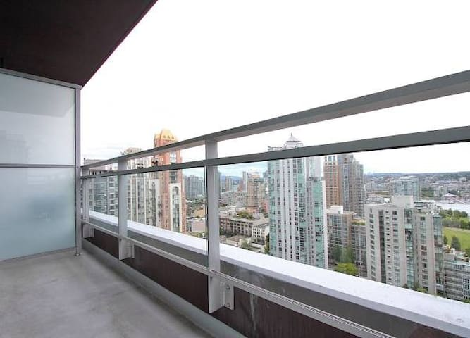 GORGEOUS Apartment Heart of Downtown Vancouver