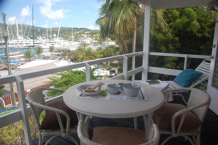 COCONUT APARTMENT overlooking Falmouth Harbour - English Harbour - Lägenhet