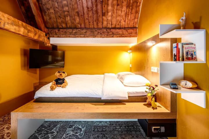 STAY ELEGANT IN OUR EPIC BUNK ROOM + WITH EN-SUITE