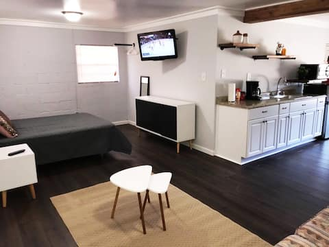 Charming/Cozy Studio only 9miles to French Quarter
