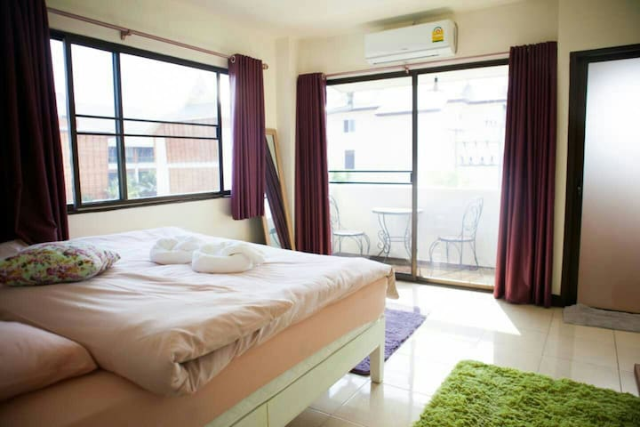 Double room with Balcony@Old City - Phra Sing - House
