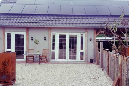 Uniek huisje, lichte en grote ruimte!