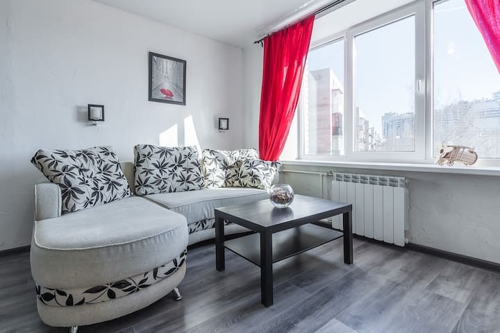 Sunny Apartment Near Metro Station!
