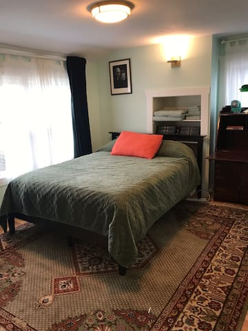 The Green Bedroom at the Accommodore