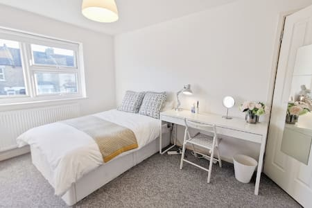 Airy double room free parking shared bathroom