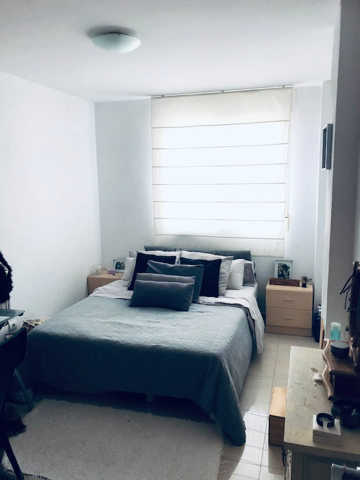 Beautiful room in luxury apartment 5min from beach