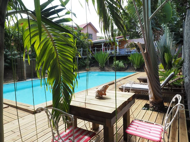 Magnifique F2 de l'Hacienda creole - Sainte-Anne - House