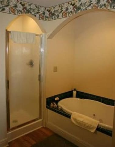 Sweetheart Room in Carria-Queen-Suite-Jacuzzi-Balc