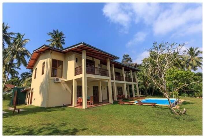 Villa Alexandra - Room by the lake