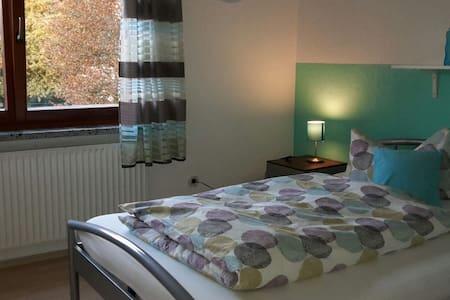 Schönes helles Zimmer in Mädels-WG - Coburg - Huis