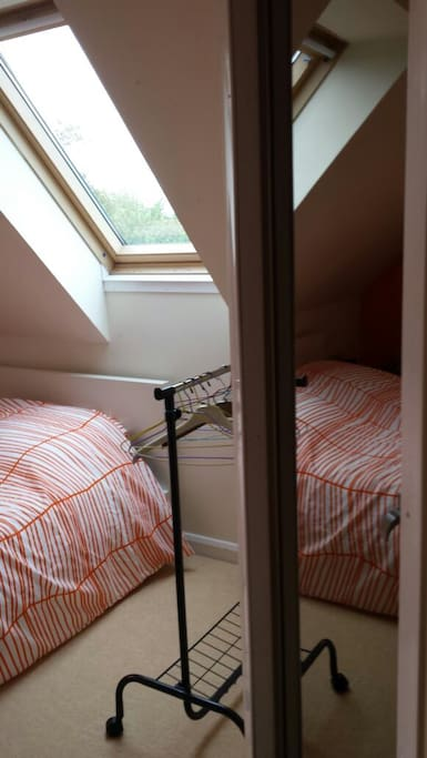 Chambre proche saint l houses for rent in saint gilles for Chambre basse france