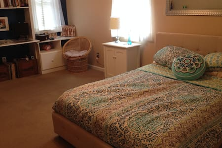 1 bedroom private bathroom adjacent - Middle Valley - House