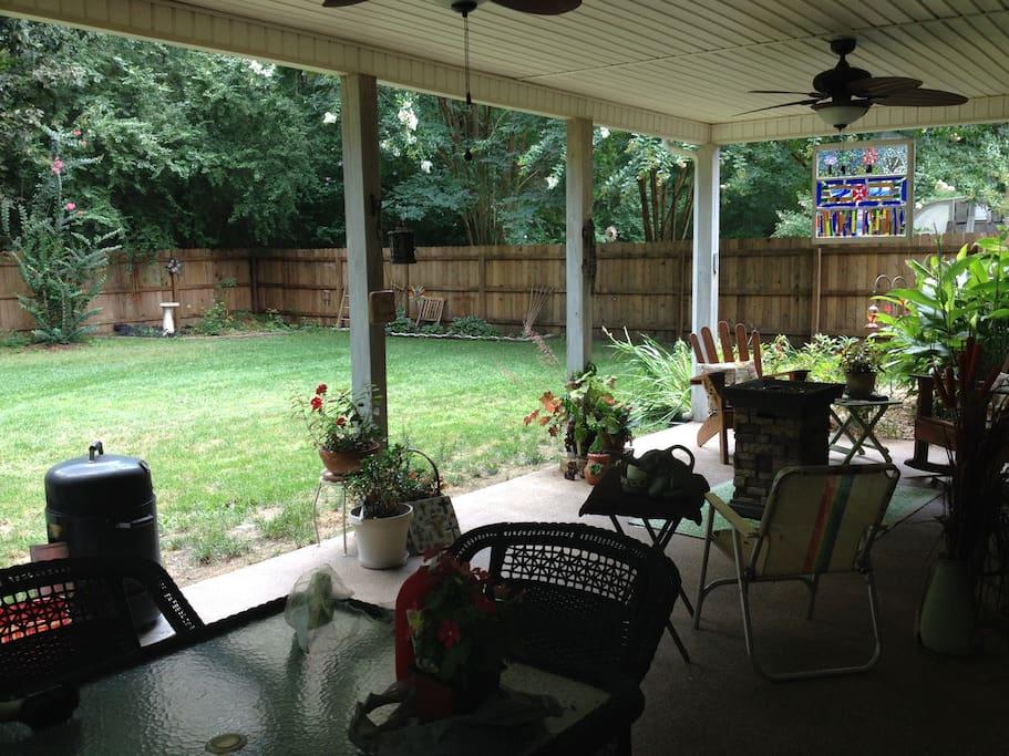 Spacious backyard for entertaining
