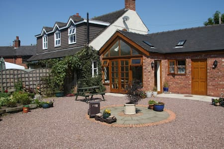 High View Cottage B&B - Uttoxeter - Bed & Breakfast