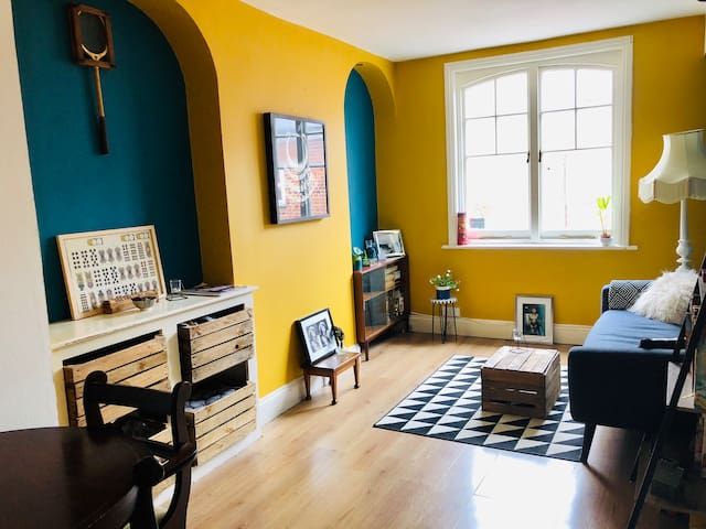 Lovely Flat in the heart of Margate Old town, Sea!