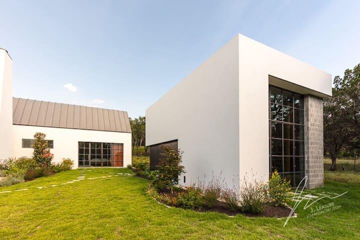 Serene Hill Country Studio Loft
