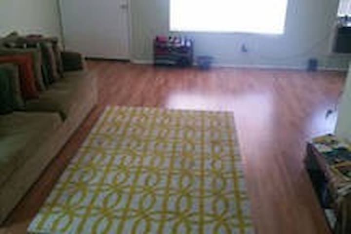 FemaleDorm - Close to Your Campus - Altadena - Appartement