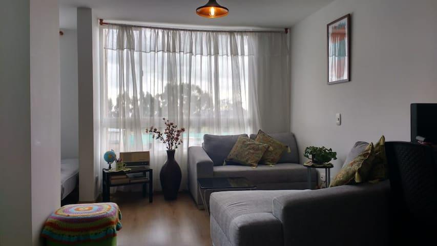 Acogedora habitación-ambiente cálido /Chambre cosy