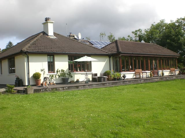 Hollybrook House B&B. Friendly, relaxing, charming - Durrus