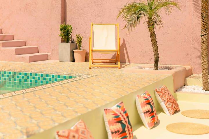 大理摩洛哥风格秘密花园/露天泳池/影院/露天烧烤/步行即可到达洱海/免费接站