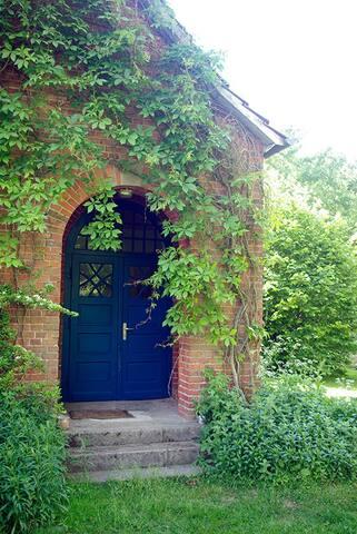 Der alte Schuleingang