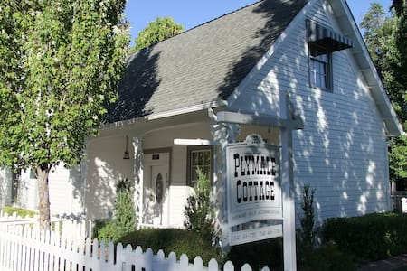Plymale Cottage~Bed and Biscotti - Jacksonville
