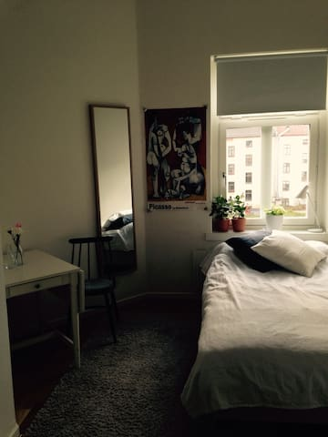 Cosy room, in nice neighborhood - Malmö - Huoneisto