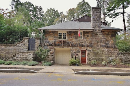 Hudson Valley,  Stone House Get a Way