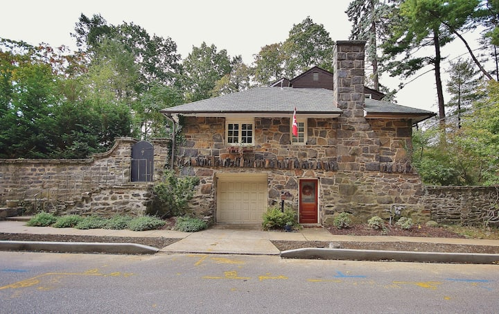 Historic Hudson Valley Stone House Getaway