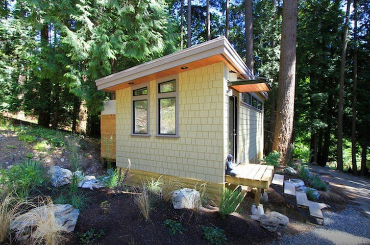 The Forest Cottage - Yoga Package - Bowen Island - Bed & Breakfast