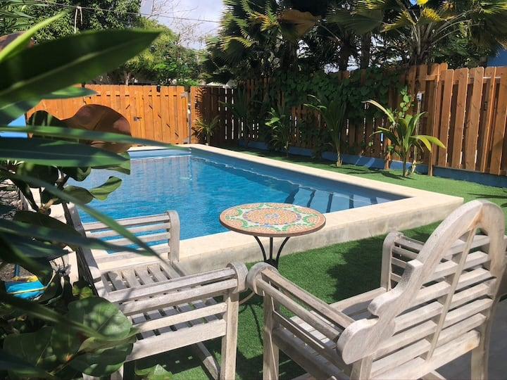 Ruime woning met zwembad & buiten keuken