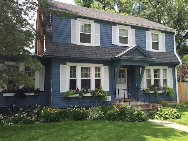 Historic Village of East Aurora, NY - East Aurora - Townhouse