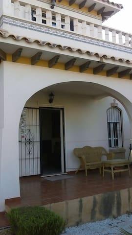 Se alquila habitación cerca playa - Orihuela Costa - Bed & Breakfast