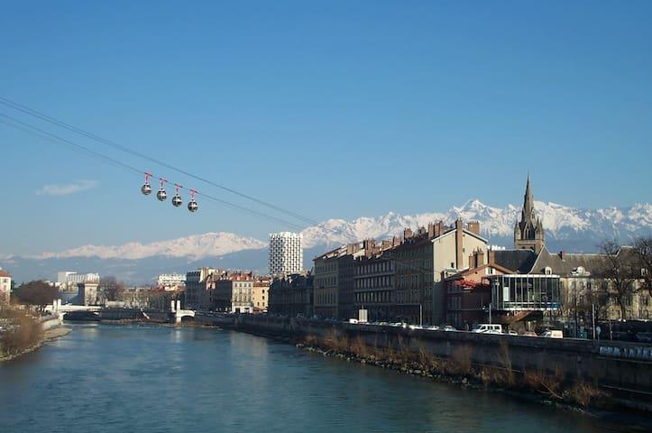 Venez découvrir cet appartement très lumineux - Grenoble - Kondominium