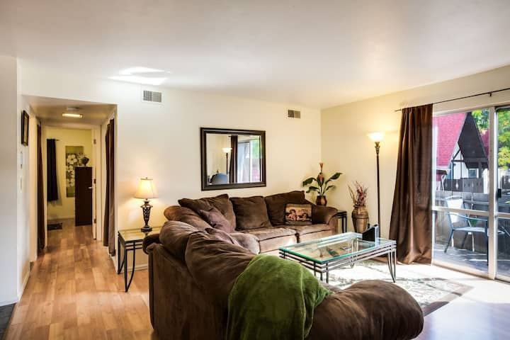 2BR, Beautifully Remodeled, Central, HAPPY PLACE!