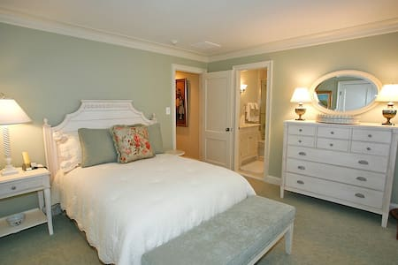Bedroom, bathroom, closet & house - Potomac